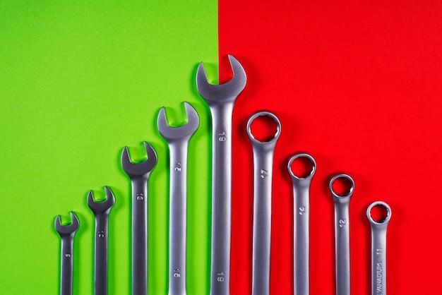 Llaves en rojo y verde
