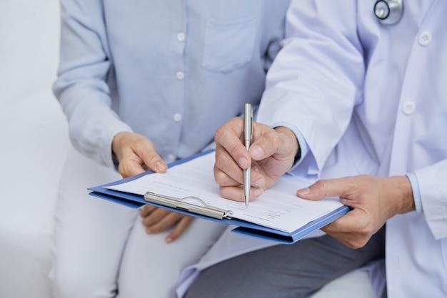 Llenando el formulario médico