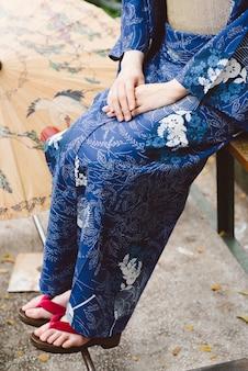 Llevando zapatos de kimono y geta
