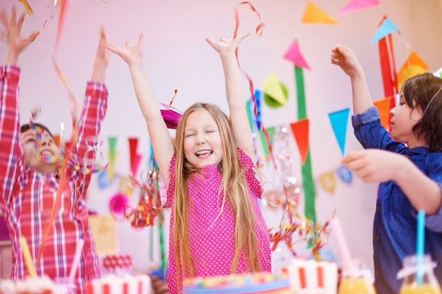 Locura en la fiesta de cumpleaños