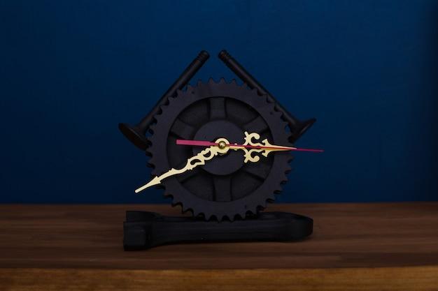 Loft clock metal autopartes motor válvula engranaje pistón bielas negro