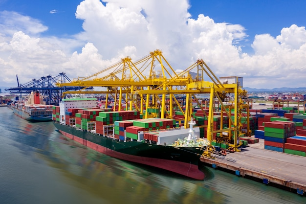 Logística y transporte de buque de carga de contenedores