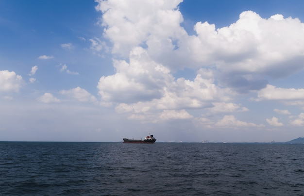 Logística y transporte de buque internacional de carga de contenedores.