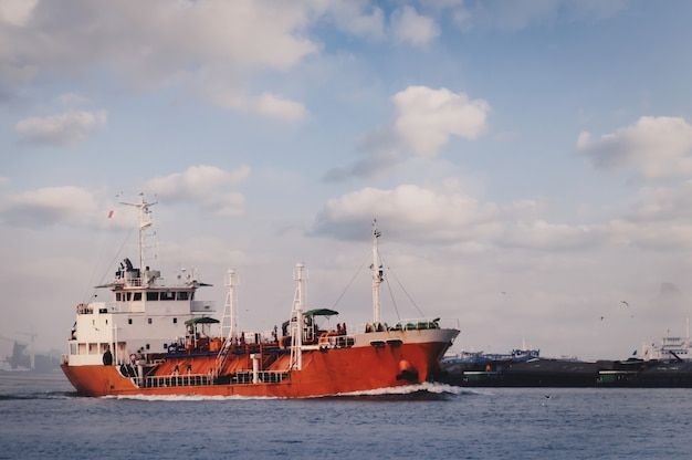 Logística y transporte de buque portacontenedores