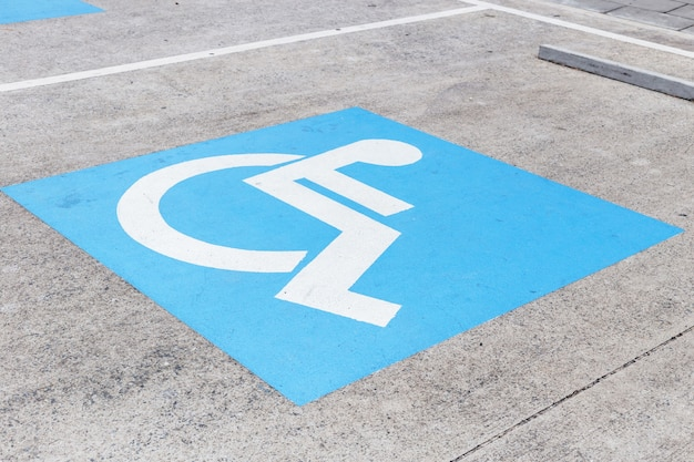 Logos para discapacitados en estacionamiento