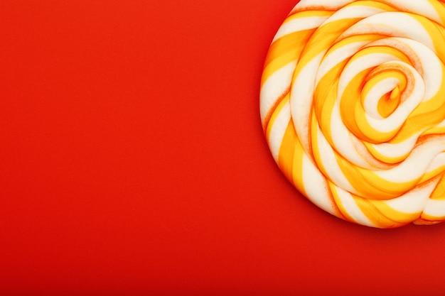 Lollipop redondo colorido. concepto mínimo con espacio de copia.