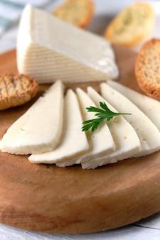 Lonchas de queso de vaca tierno