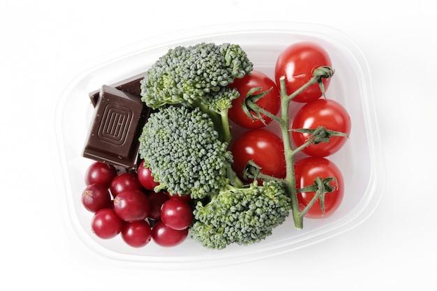 Lonchera con comida saludable