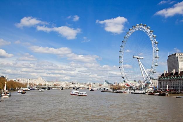 London eye desde el puente de westminster