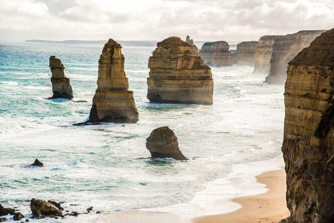 Los doce apóstoles a lo largo de great ocean road en australia