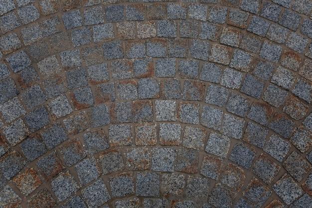 Losas de pavimento sucias. vista desde arriba. pared. espacio para texto.