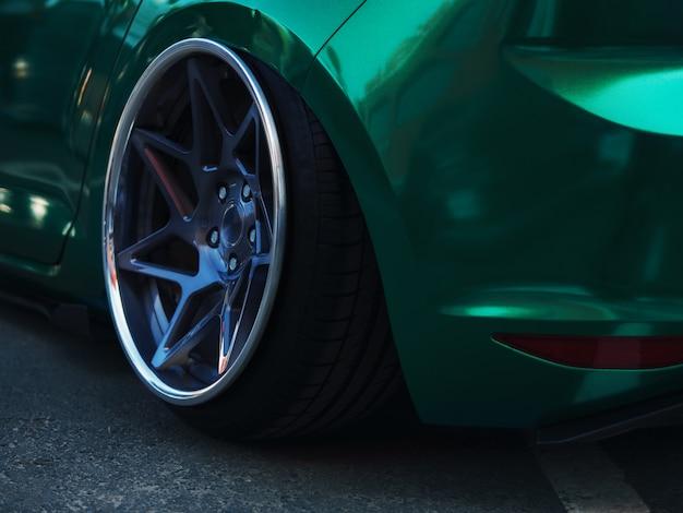 Lowrider postura personalizada elegante coche deportivo de cerca