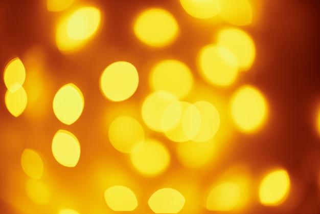 Luces doradas en bokeh. resumen desenfocado luces borrosas