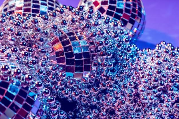 Luces de fiesta bola de discoteca de cerca. concepto de discoteca