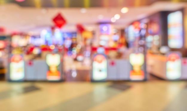 Luces de la tienda libre de impuestos en el aeropuerto fuera de foco - fondo desenfocado