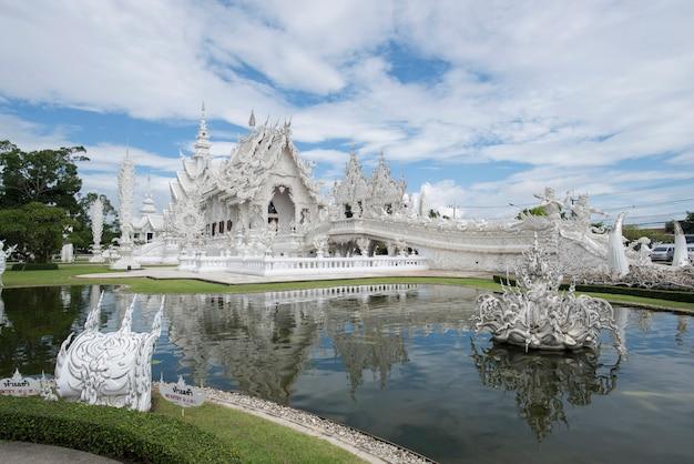 El lugar famoso del templo de tailandia en chiangrai wat rong khun es el templo más importante de chiang rai, tailandia