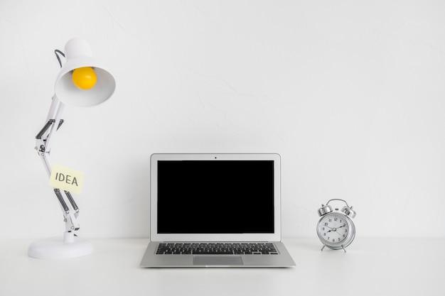 Lugar de trabajo creativo para ideas impactantes