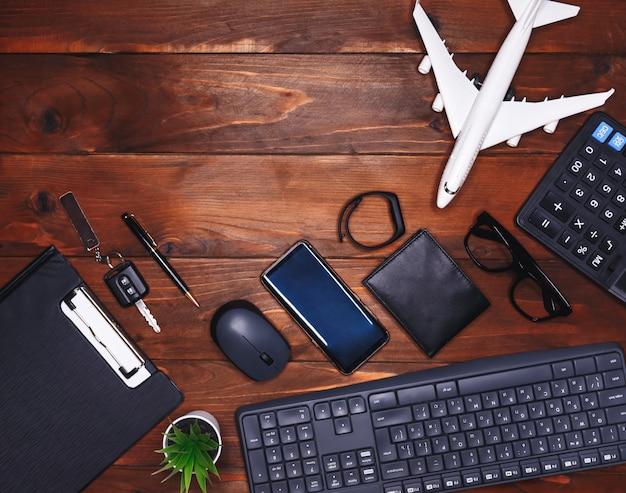 Lugar de trabajo de un empresario. material de oficina. el concepto freelance