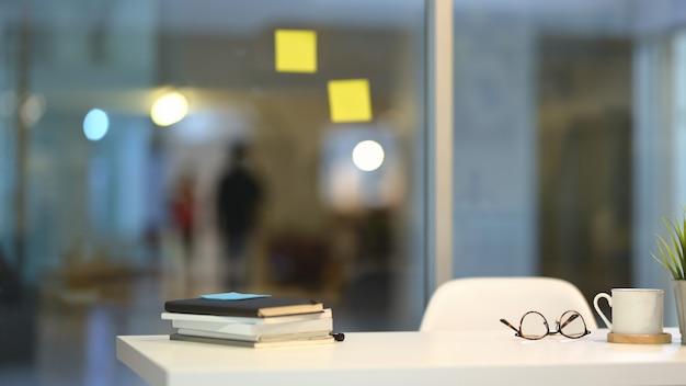 Lugar de trabajo de moda con espacio de copia