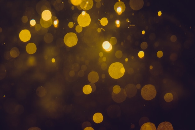 Lujo bokeh abstracto de oro sobre fondo negro
