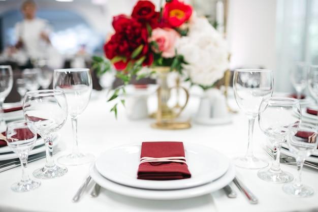 Lujosa decoración de la mesa.