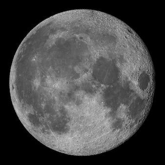 Luna llena con cráteres