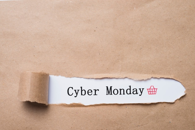 Lunes cibernético inscripción y papel artesanal.