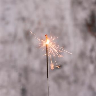 Luz de bengala ardiente