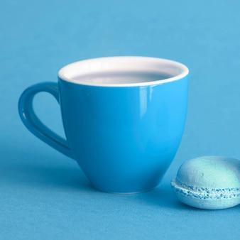 Macaron y taza