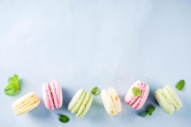 Macarons de colores brillantes