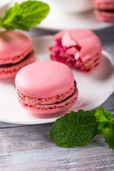 Macarons de frambuesa francés