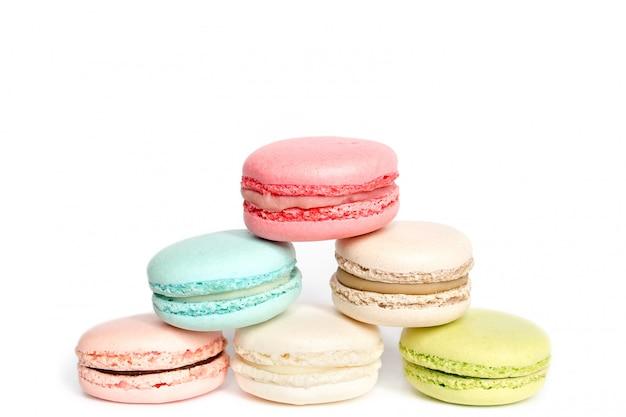 Macarrón francés dulce delicadeza en blanco