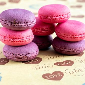 Macarrones, pastelería francesa a base de claras de huevo, azúcar y almendras molidas.