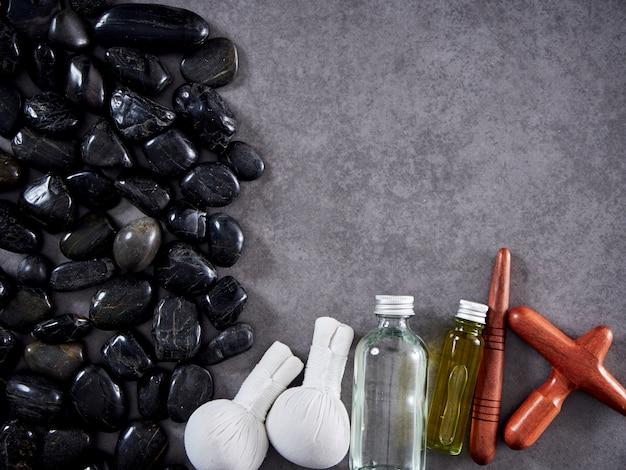 Madera de guasa y aceite de masaje. spa