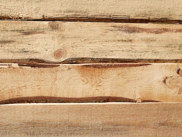 Madera horizontal. madera de pino. tablero de pino aproximadamente procesado. textura de madera. brecha en los tableros.