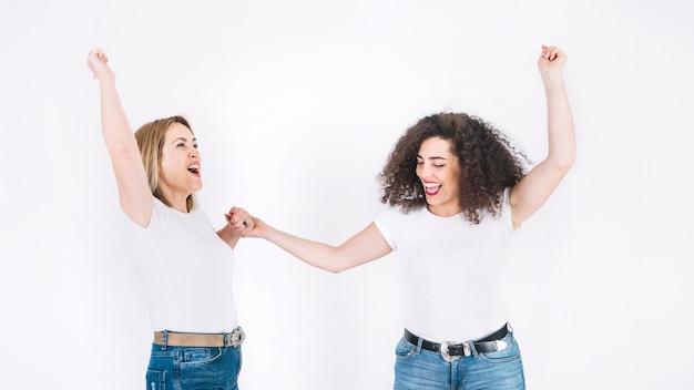 Madre e hija se regocijan por la victoria