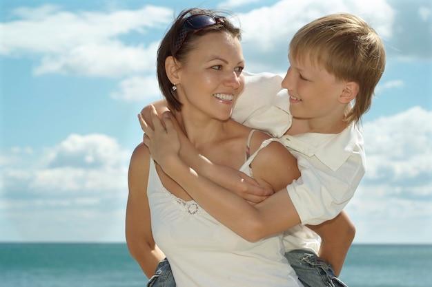 Madre e hijo en el fondo del mar