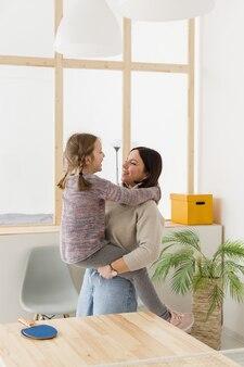 Madre con hija linda