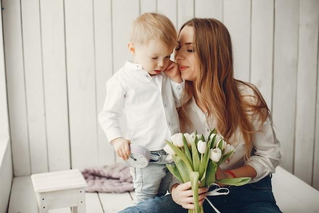 Madre con niño pequeño en hme