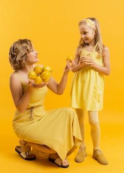 Madre preparó limonada para hija
