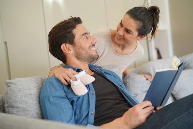 Madre sorprenderá a su marido con feliz noticia.