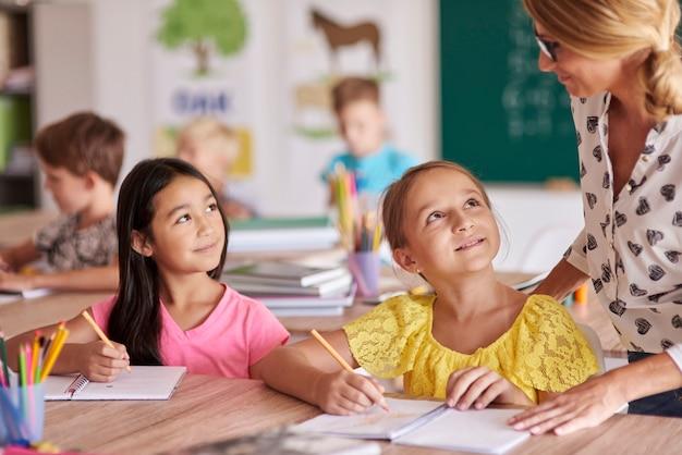 Maestra y sus dos alumnos