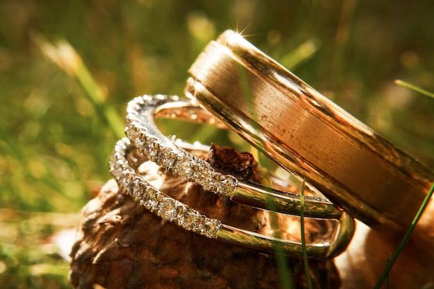 Magníficos anillos de boda sparklie en bellota