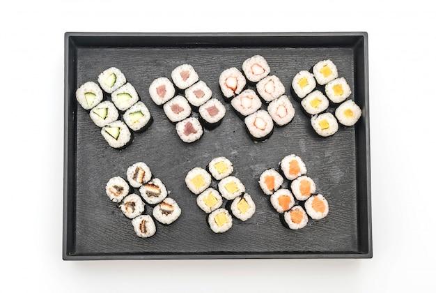 Maki de sushi mezclado - estilo de comida japonesa