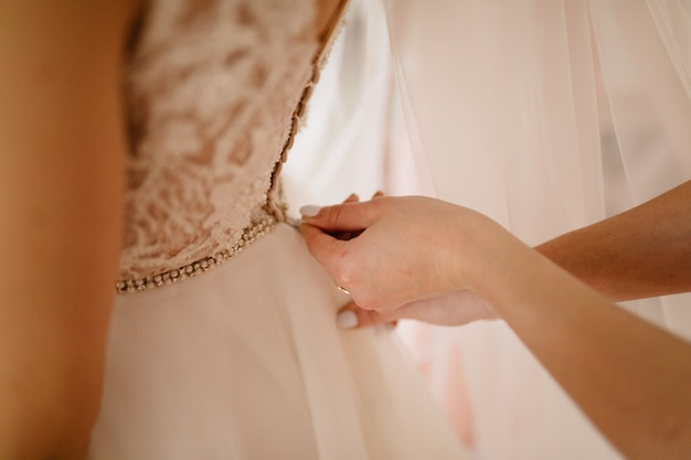 La mañana de la novia boda de bellas artes. novia feliz