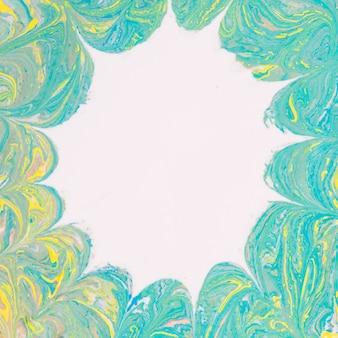 Mancha blanca sobre fondo abstracto