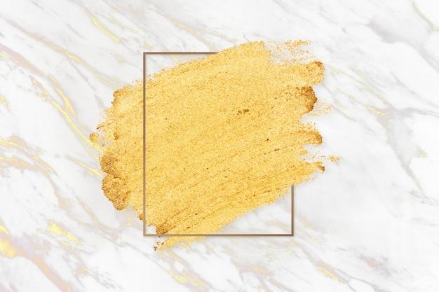 Mancha de maquillaje de oro