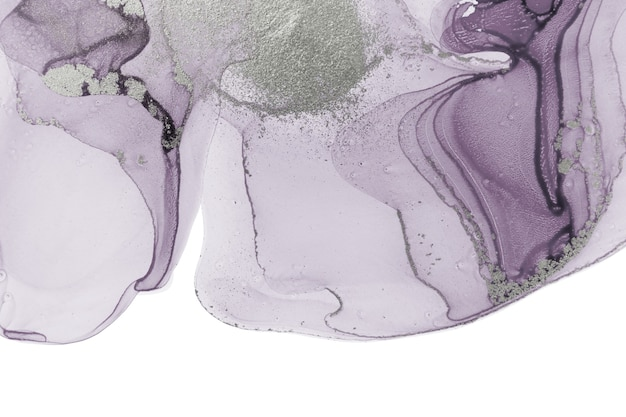 Manchas de tinta violeta transparente abstractas aisladas sobre fondo blanco