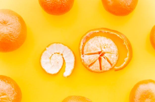 Mandarinas y cáscara espiral