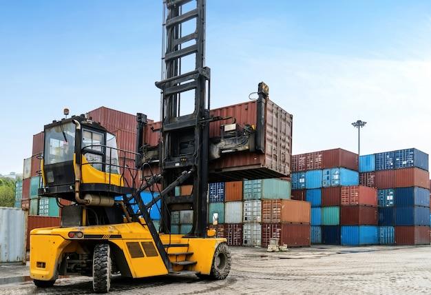 Manejo de vehículos en el manejo de contenedores